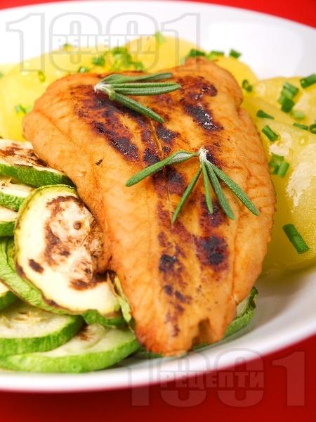 Печена риба хек на фурна с портокалов сок - снимка на рецептата